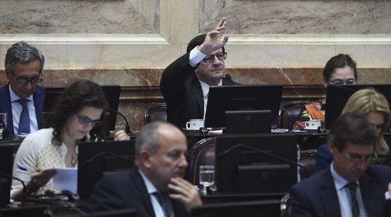 Ate Corrientes rechaza proyecto legislativo para bajar salarios de estatales